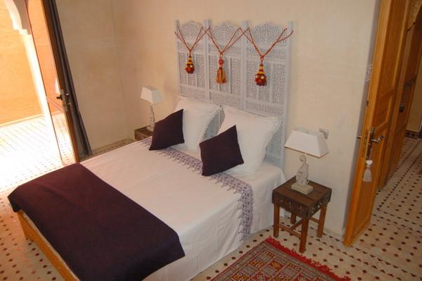 D co chambre meryem tete de lit paravent oriental - Deco chambre orientale ...